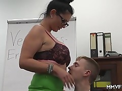 Topless porn tube - hot mom porn